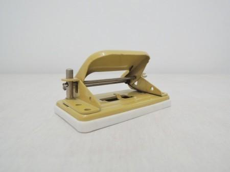 チェコスロバキア製 文房具 2穴パンチ オリーブ (1970年代製造)