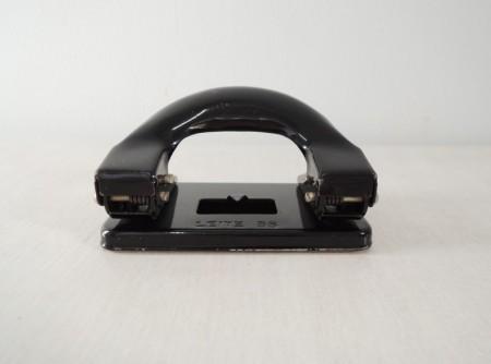 ドイツLEITZ 文房具 2穴パンチ黒 (1970~80年代製造)