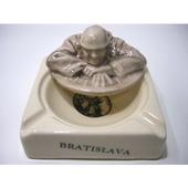 スロバキア ブラチスラバのフタ付き灰皿(Mrチュミル)